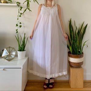 1970s white lace babydoll nightgown daisy trim S